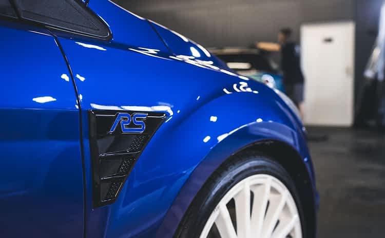 Ford Focus RS Mk2 – mega hot hatch z odświeżonym lakierem i powłoką ceramiczną